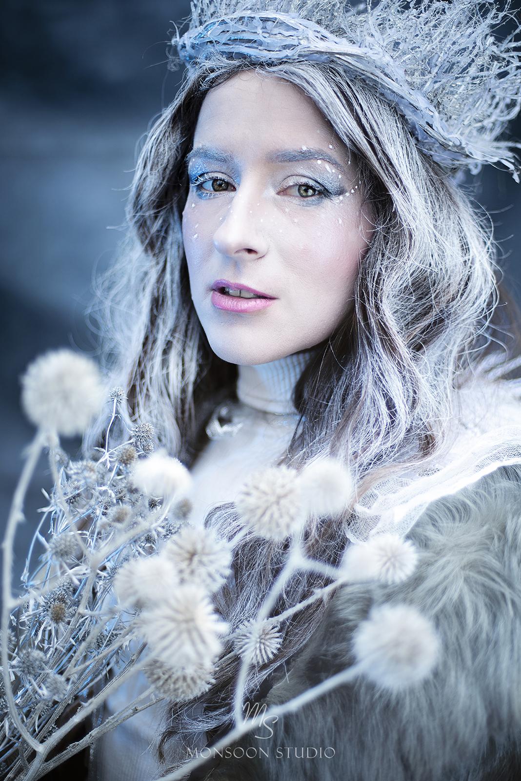 zimowa sesja zdjęciowa, artystyczny plener, portret fine art, sesja kobieca Warszawa
