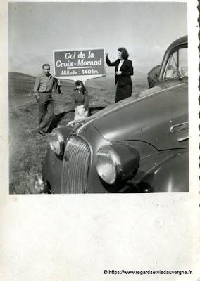 Photo de famille NB panneaux de villes : Col de la Croix Morand.