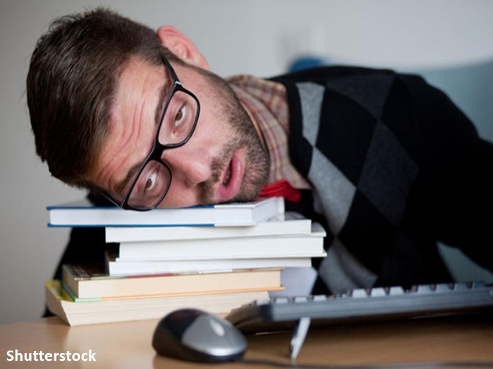 كيف يؤثر الحرمان من النوم وقلة النوم على الذاكرة ؟
