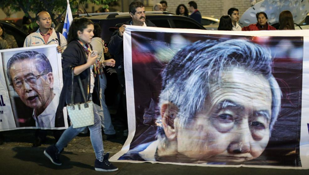 Militantes de Fuerza Popular esperan la liberación del expresidente peruano / AFP