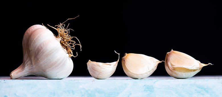 Unique Ways On How To Eat Raw Garlic Without Smelling - Inemac