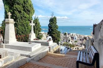 Ailleurs : Cimetière Marin de Sète, dernière demeure de Paul Valéry, paisible nécropole entre mer et colline