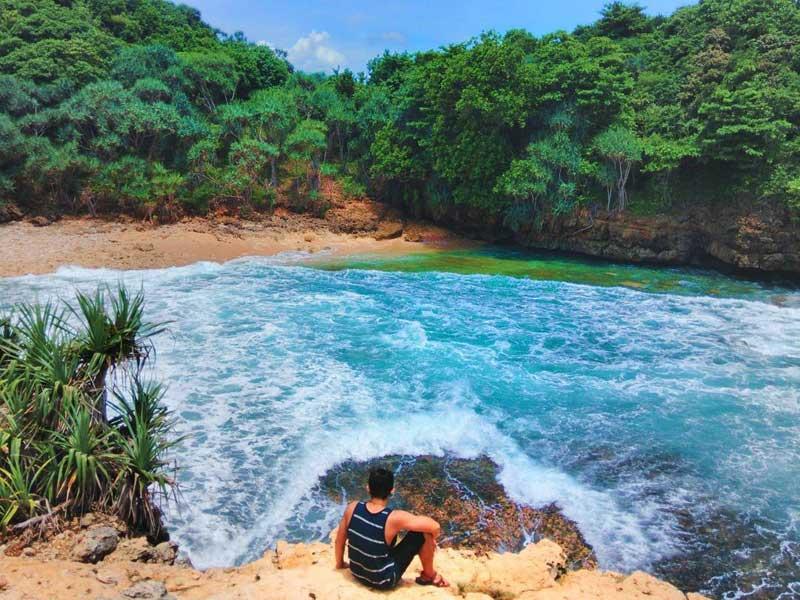 Pantai Jonggring Saloko Malang