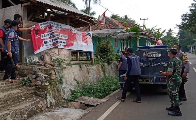 Jajaran Polsek Ciomas dan Muspika Dampingi Penertiban APK oleh Panwaslu Kecamatan Ciomas