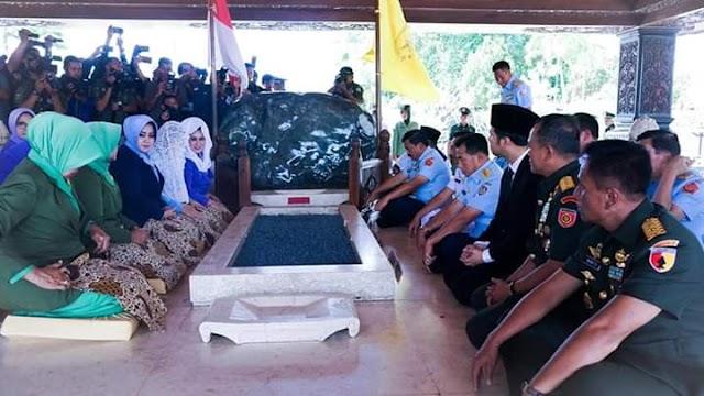 Jelang HUT TNI Ke 74, Panglima TNI Ziarah ke Makam Soekarno