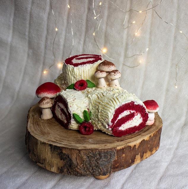 Tronco de Navidad de Red Velvet con Trufa Montada de Chocolate Blanco