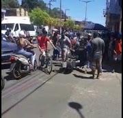 Morador de Trizidela do Vale sofre acidente em Pedreiras e homem grava vídeo zombando da situação.