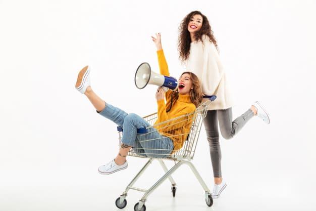 ما هو التسوق المناسب لك ؟ الجمعة السوداء أم برايم داي ؟ !