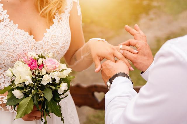 zmiana%2Bnazwiska - Czy warto zmieniać nazwisko po ślubie?