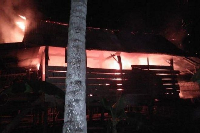 Rumah Panggung di Bone Habis Terbakar, Korban Rugi Puluhan Juta