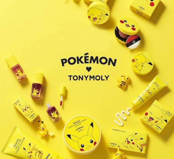 "Featured Cutie Beauty Series | Tony Moly X Pokemon   Euphoria Pokemon-Go sempat mendunia hingga banyak orang tergila-gila untuk memainkannya. Dirilis di Jepang pada tahun 1995, hingga kini Pokemon telah dikenal di seluruh dunia dalam bentuk permainan video, anime, manga, trading cards, buku, mainan, dan masih banyak lagi. Pokemon disebut-sebut sebagai permainan video tersukses di dunia setelah Super Mario dan merupakan serial terlaris di dunia setelah James Bond dan Transformers.      Tak hanya itu, berbagai hasil karya dan merchandise Pokemon pun bermunculan. Mulai dari kaos, topi, jaket, hingga meme serta makanan, berbagai macam kue dan burger dibuat menyerupai tokoh dan logo Pokemon. Begitu pula dengan produk kecantikan yang memakai packaging Pokemon, yaitu produk kecantikan dari Tony Moly.  Tony Moly dikenal sebagai brand kosmetik dan alat kecantikan dengan ciri khas berupa packaging yang lucu dan menarik, sesuai dengan mottonya yaitu ""putting style into packaging"". Tidak hanya bungkusnya menarik, tetapi produk Tony Moly juga dikenal dengan manfaatnya untuk kulit yang menyehatkan dan menyegarkan.  Berdiri di tahun 2006, Tony Moly sudah banyak diendorse oleh banyak orang terkenal terutama idol di Korea, negara asalnya. Mulai dari aktor Kim Hyun Joong dan Song Joong Ki hingga grup boyband dan girlband seperti B1A4, Super Junior M, JYJ, T-ara, Brown Eyed Girls dan 4Minute.  Produk kecantikan Tony Moly pun cukup beragam mulai dari concealer, cleansing cream, soap, scrub dan tissue, eye care, hair mist dan hair nutrients, nail polish, hingga aksesoris kecantikan seperti brush, puff dan eyelash curler.                Untuk produk Tony Moly yang memakai packaging Pokemon baru terbatas pada produk moisture cream, hand cream, mask sheet dan foam cleanser. Walau begitu, karakter Pokemon yang digunakan lumayan banyak. Mulai dari karakter Pikachu yang sangat terkenal, hingga Kkobugi (Squirtle), Gorapaduck, Isanghessi dan masih banyak lagi.  Menariknya lagi, karakter Pokemon"
