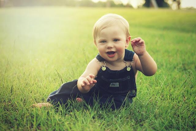 Perkembangan bayi 5 bulan akan membuat Bunda terkejut dengan kejutan yang si kecil berikan. Inilah perkembangan bayi 5 bulan yang sehat.