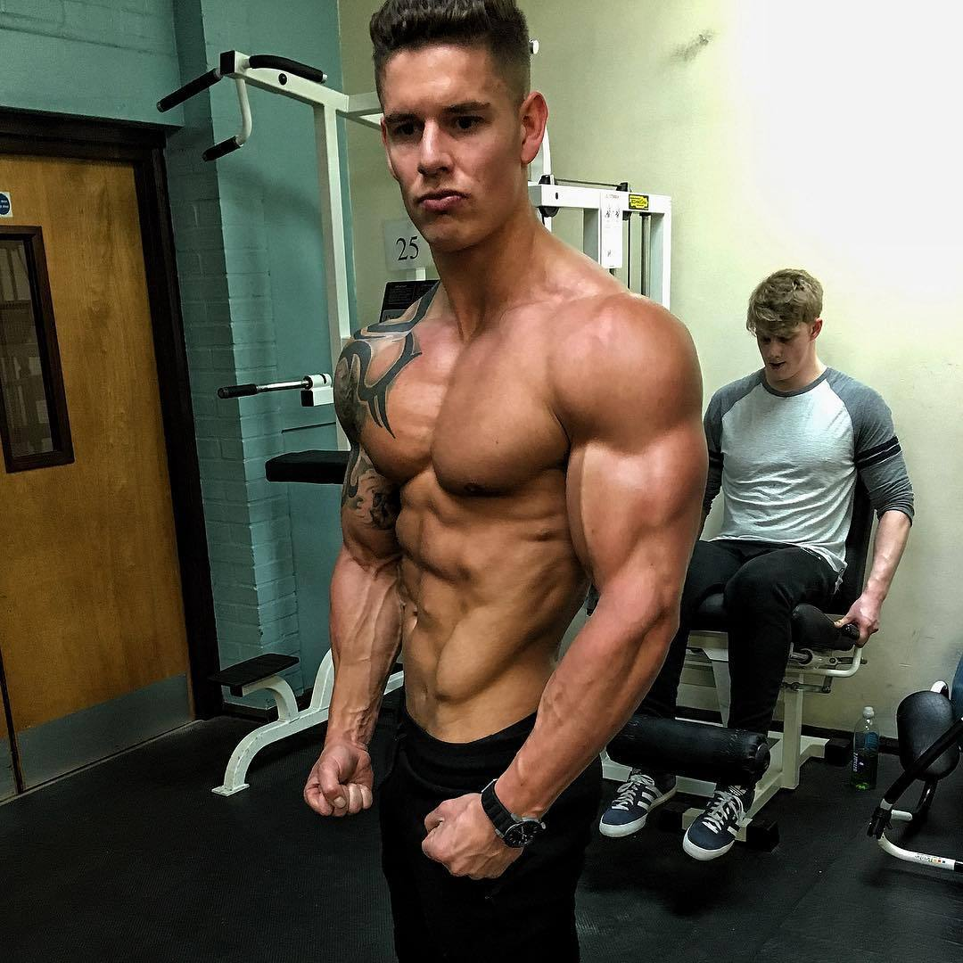 cocky-ripped-swole-alpha-dude-luke-hayes-shirtless-gym-bro-huge-biceps-flex-straight-dom-college-studs