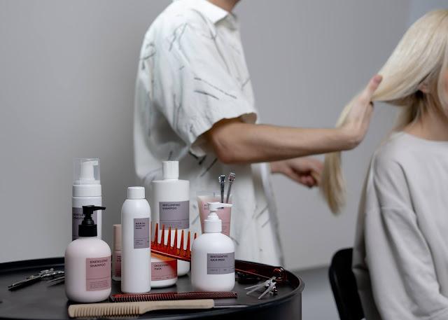 Adekvátna kozmetická výbava pre vlasovú ochranu v lete je nutnosťou