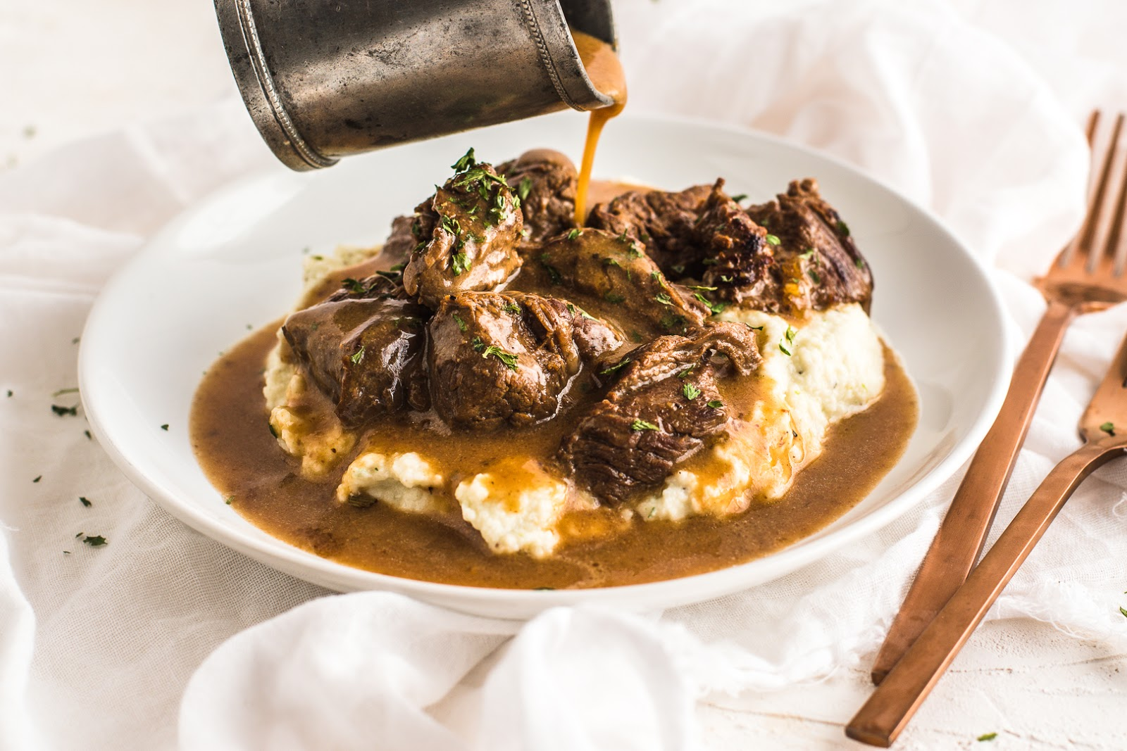 BEEF TIPS & GRAVY OVER CAULIFLOWER MASH #cauliflower #healthyrecipe #whole30 #paleo #beef