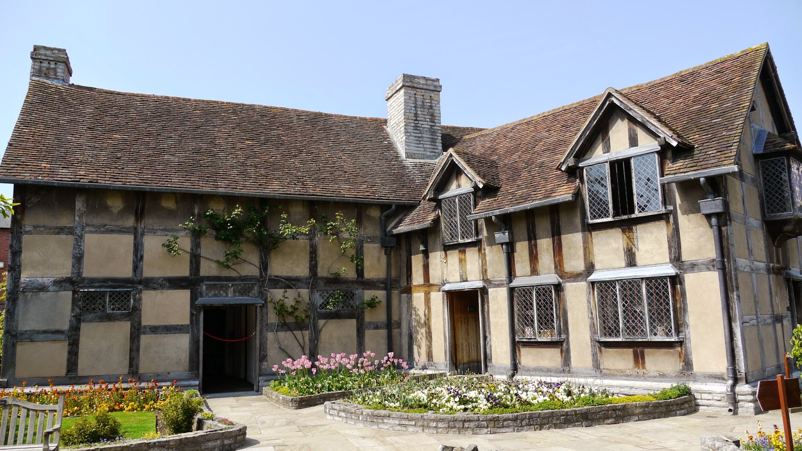 Shakespeare 39 s birthplace in stratford upon avon britain for The stratford