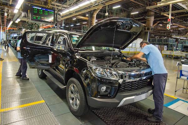 GM diz não ver motivos para suspender produção no Brasil - COVID