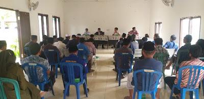 RESES PERDANA:  H. Lalu Wiraksa menggelar reses di aula Kantor Desa Rembitan Kecamatan Pujut Lombok Tengah, Kamis (28/1).
