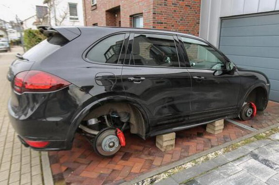 Robert Lewandowski has all four wheels stolen off his Porsche outside his house