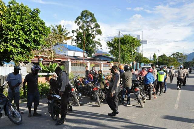Polres Jayawijaya Gelar Razia, 4 orang, 2 Sajam dan 47 Unit Motor Diamankan