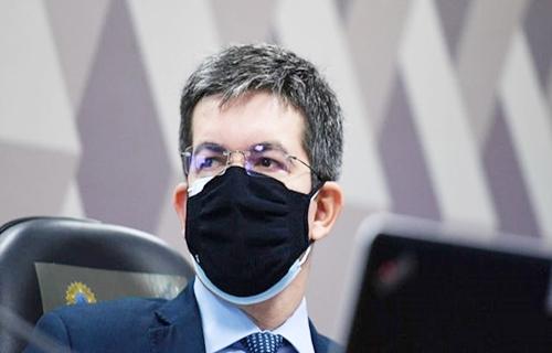 Randolfe Rodrigues revela que Ministério ignorou 53 e-mails da Pfizer