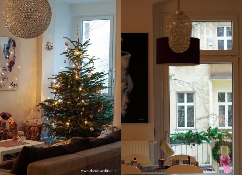 geschmückter Weihnachtsbaum und weihnachtliche Teetafel mit Blick auf den geschmückten Balkon