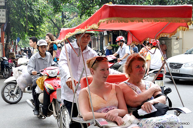 hanoi-old-quarter-tourists