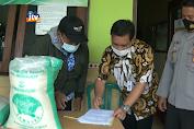 3.526 KPM BPNT Di Merakurak Tuban Terima Beras Premium