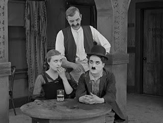 """Кадр из фильма Чарли Чаплина """"Собачья жизнь"""" / A Dog's Life (1918) - 14"""
