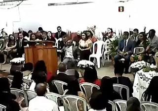 Pastor tem AVC dentro de igreja e morre após cantar 'não deixe um soldado ferido morrer'