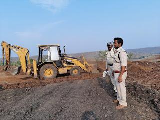 वन विभाग की जमीन को अतिक्रमण के प्रयास से विफल करवाकर खंती खुदवाई