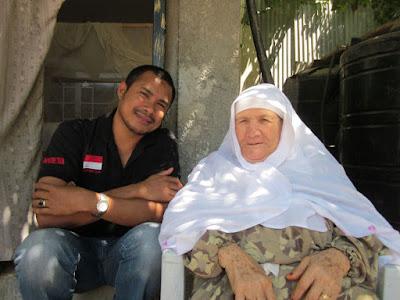 Bang Onim bersama Almarhumah