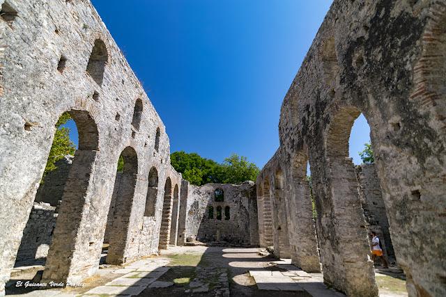 Basilica de Butrint (interior) - Albania por El Guisante Verde Project