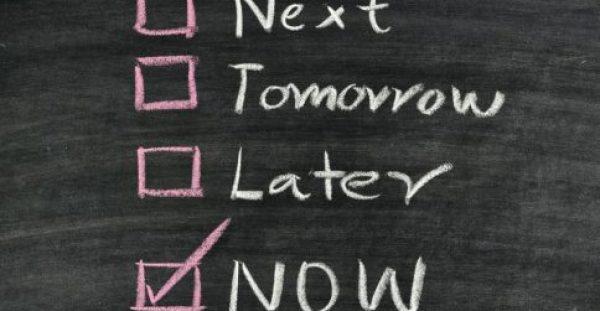 Μην αναβάλλεις τίποτα. Σήμερα είμαστε, αύριο όχι....Κάνε το πράξη στην ζωή σου.