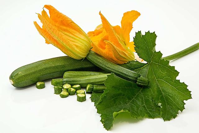 hoa và quả bí ngòi xanh