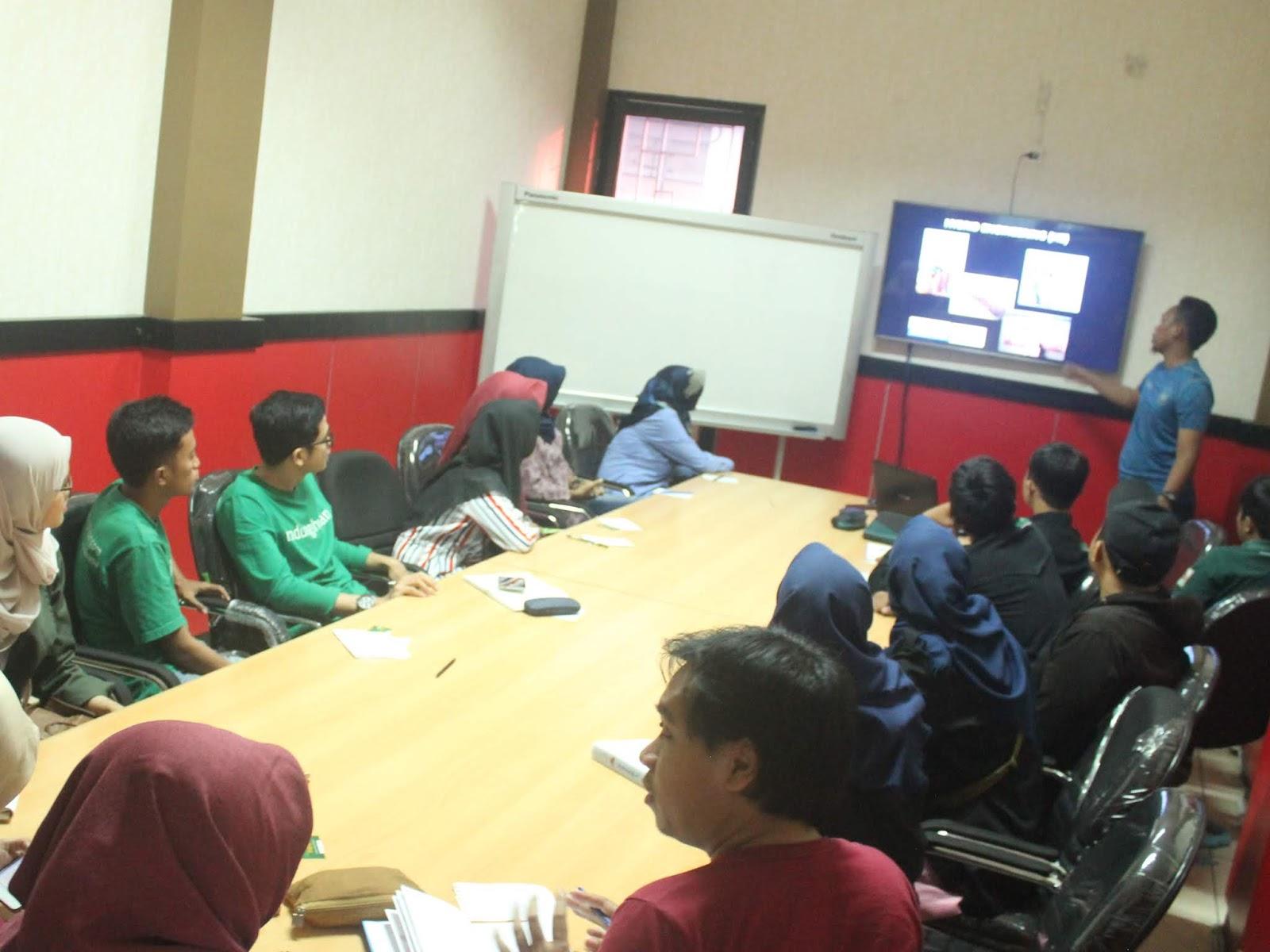 Gelar Mangrover Ngabuburit, KeSEMaT dan IKAMaT Berbagi Informasi dan Data Mangrove Semarang Terkini