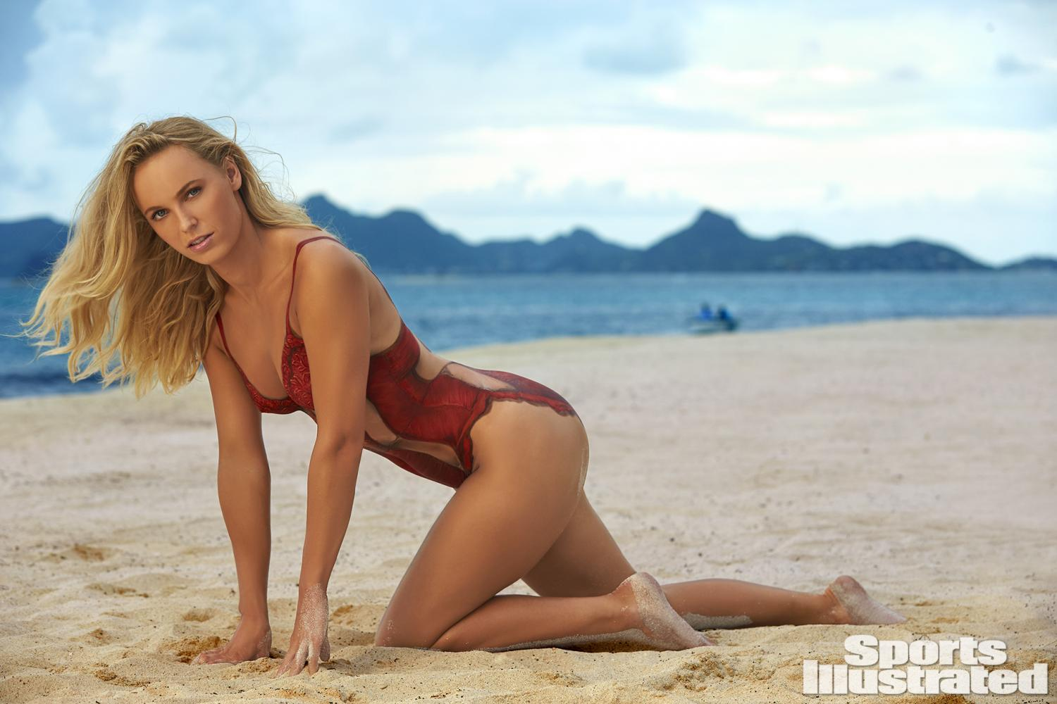 Wta hotties hot shot caroline wozniacki featured again for Hot blog photos