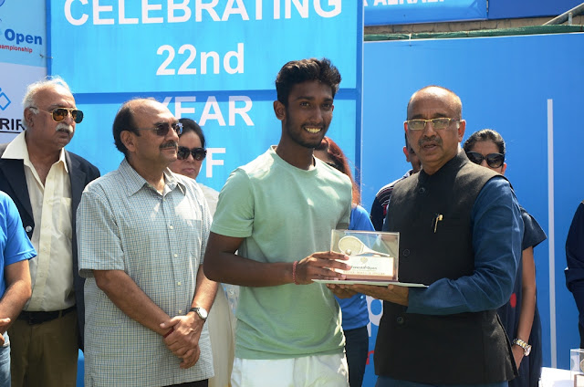 Under 18 Winner Nitin K Sinha with Sports Minister
