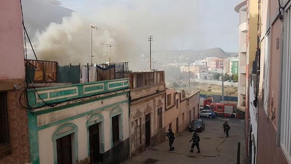 Policía Local rescata a una mujer de un incendio,  Las Palmas de Gran Canaria