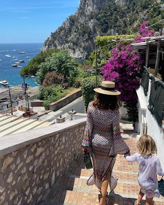 Caterina Balivo panoramica scale di Capri