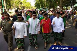 Sarung Doreng ala TNI Warnai Kirab Hari Santri di Pati