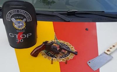 Dupla armada com faca e revólver é presa em Ceilândia