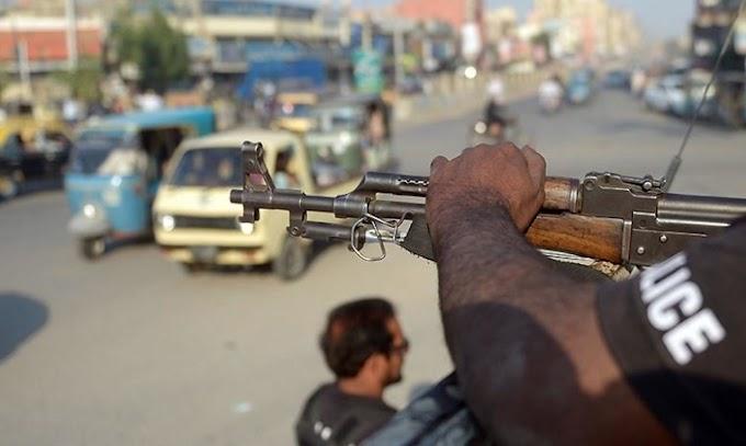 Crowd murders speculated looter in Karachi's Korangi