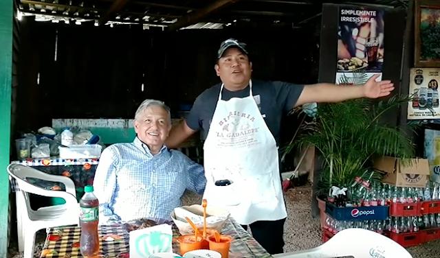 Avísenle a AMLO que ya lo ejecutaron, presumió su birria en Michoacán y desayuno en el negocio que después quemaron los Sicarios