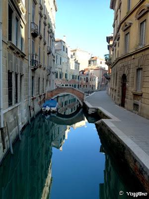 Ponte e canali nel quartiere di San Polo