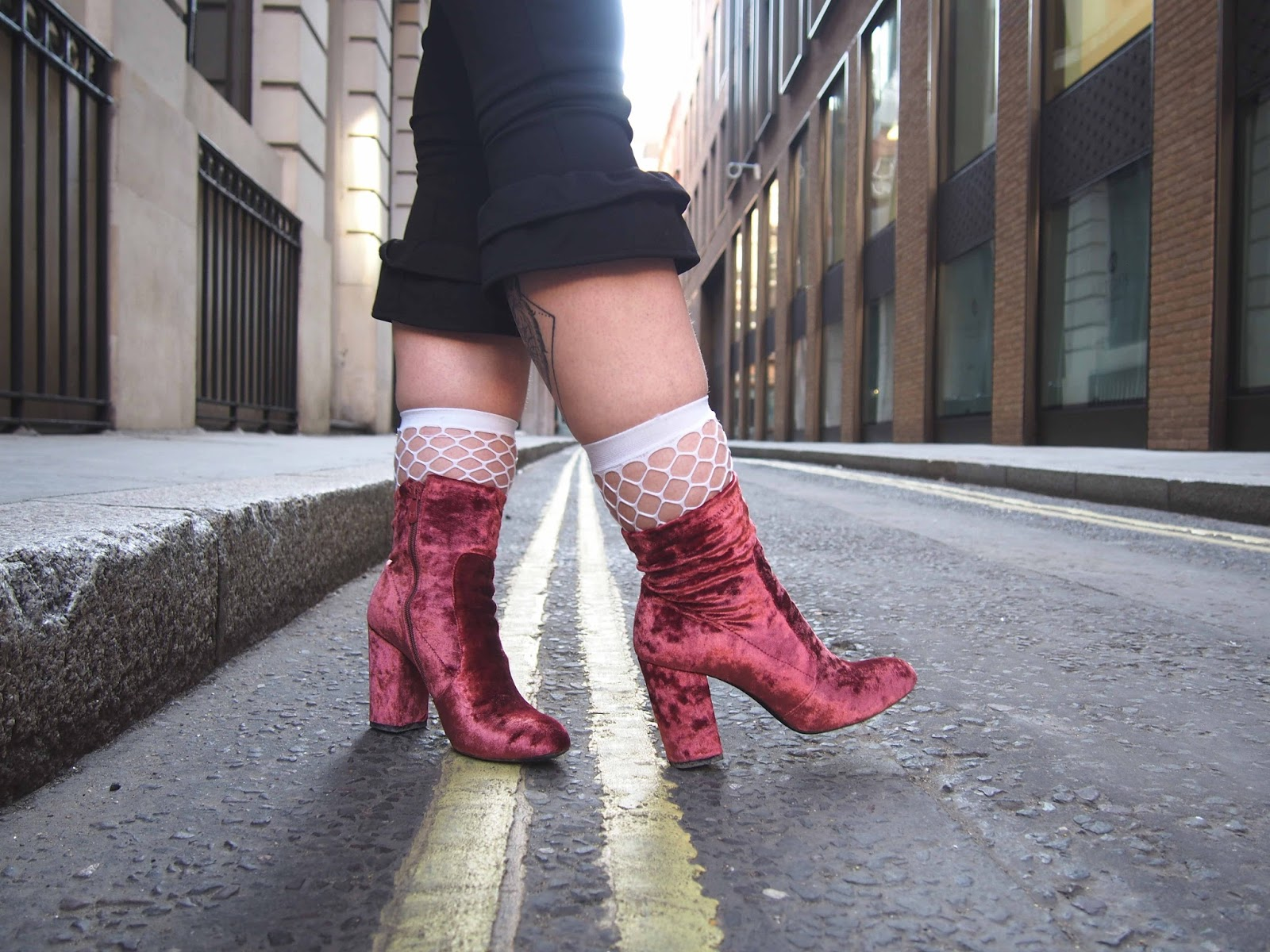spring outfit, spring outfit ideas, fashion trend 2017, 2017 ss fashion trend, gunge outfit ideas, grunge outfits, fishnet socks, go away slogan top 1