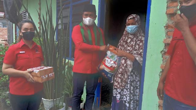 Di bawah Komado Zukri Misran, DPD PDI-P Provinsi Riau salurkan bantuan kepada warga terdampak COVID-19