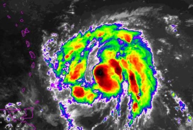"""Costas venezolanas en """"advertencia"""" por el paso del huracán María"""