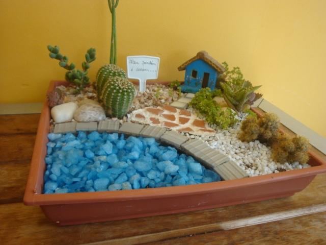 mini jardim suculentas:Meu Jardim é Assim: Mini-jardim de cactos e suculentas na bandeija