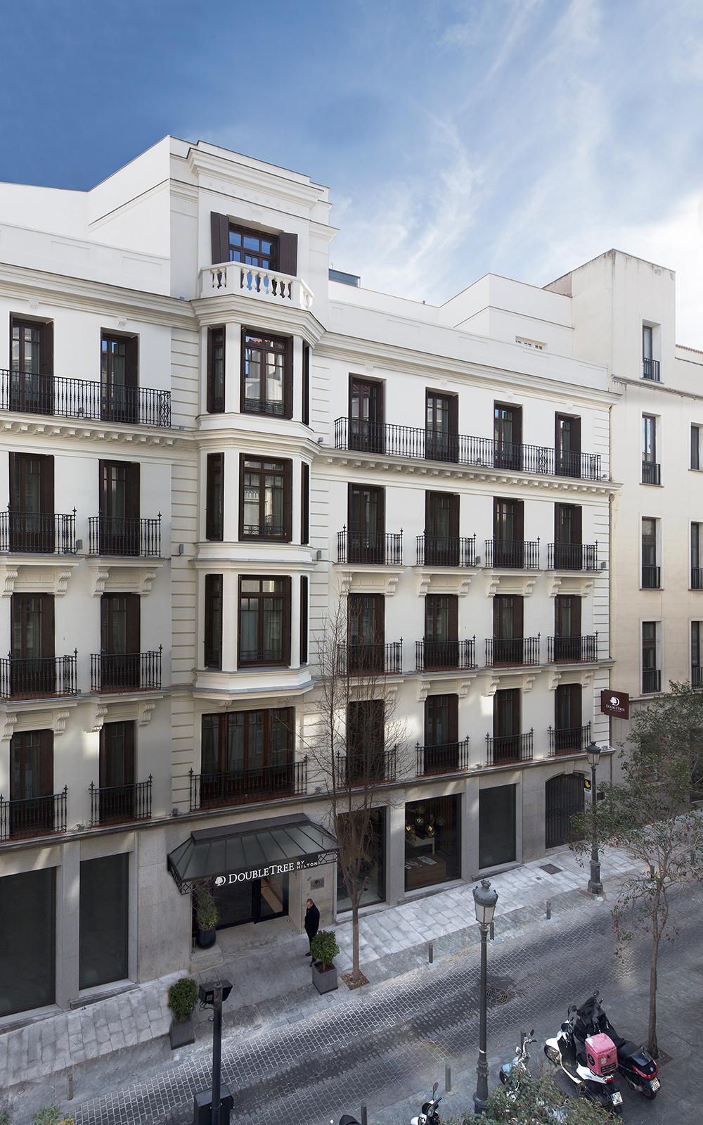 fachada doubletree by hilton madrid